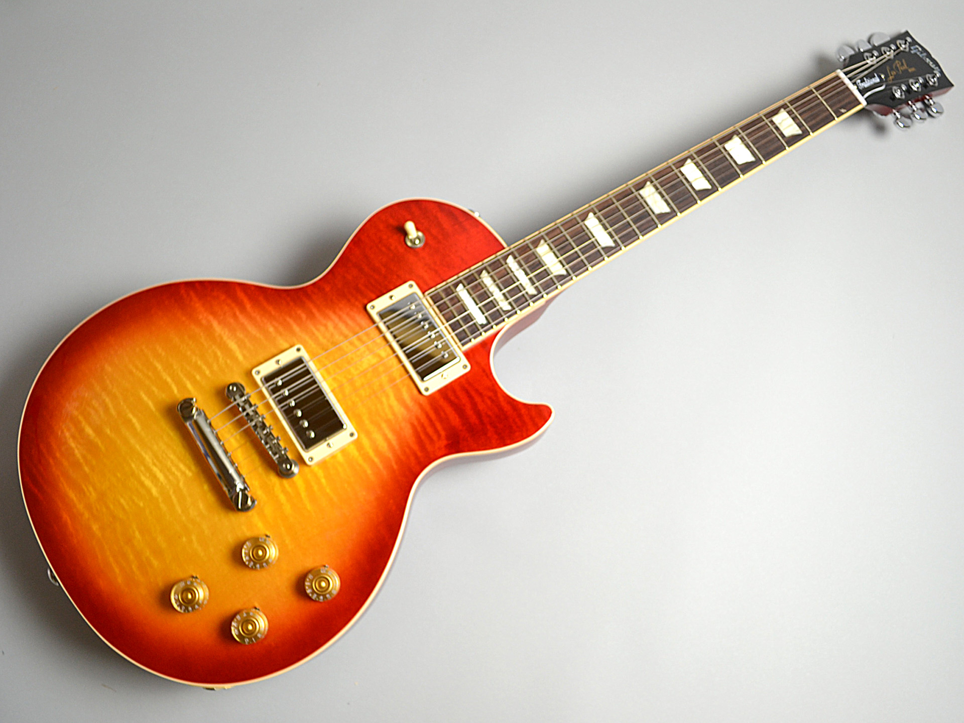 Gibson                   Les Paul Traditional PLUS Heritage Cherry Sunburst